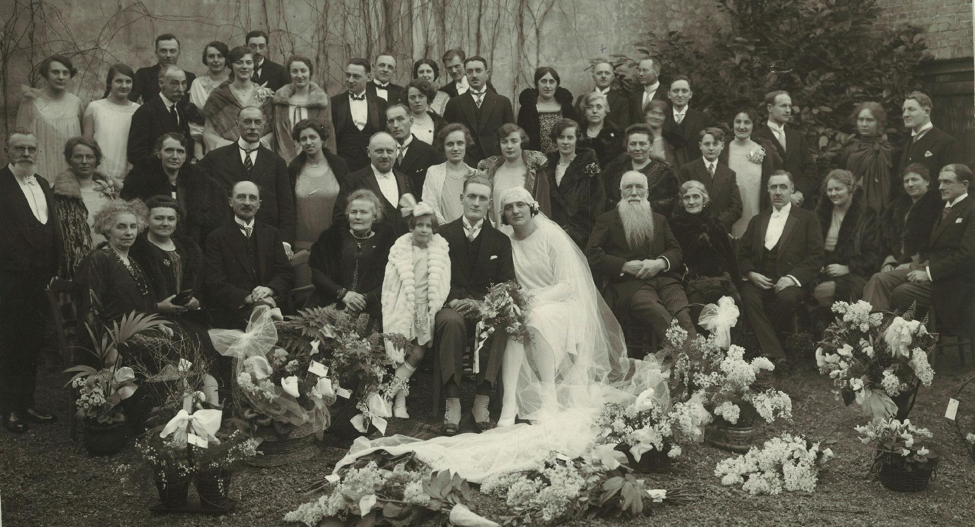 Familiefoto op huwelijk van Godelieve Laigneil met Léonard Steverlynck