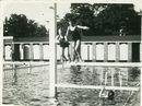 Zwembad aan de Abdijkaai in 1934