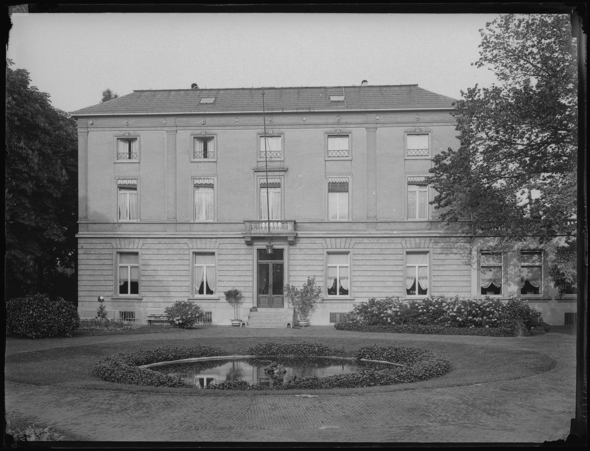 Villa in het Sint-Jorispark ?