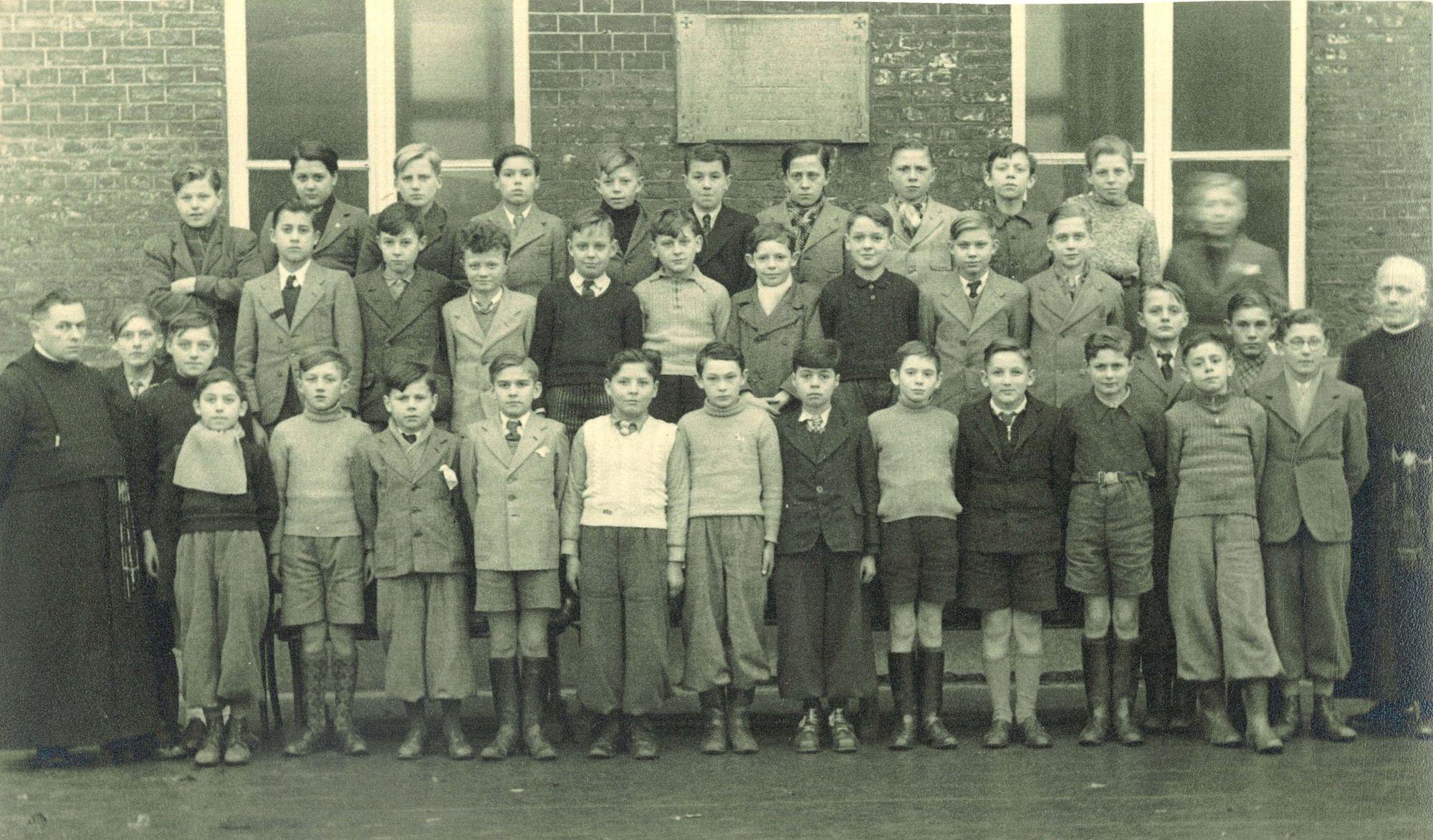 Klasfoto 6e leerjaar 1947-48 Broederschool Overleie