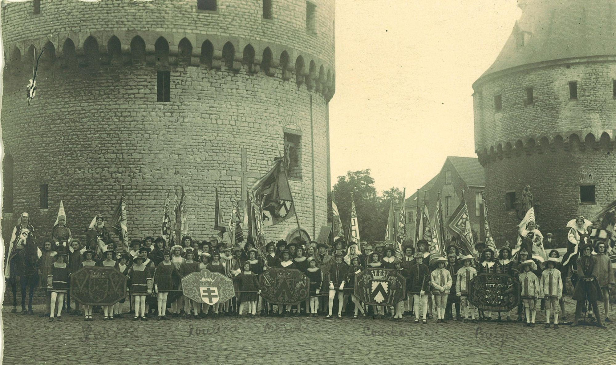 Groep Jeune Garde Catholique stapte in de stoet 100 jaar België