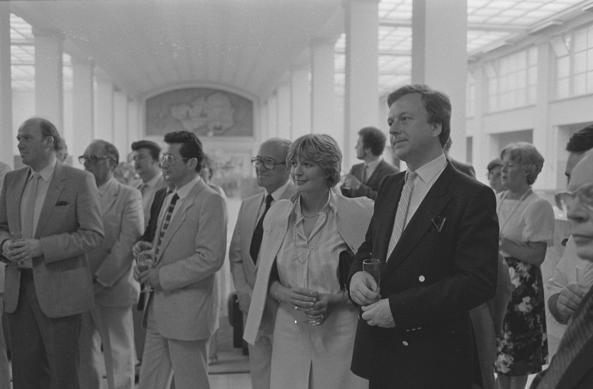 Toehoorders bij de toespraak bij de opening van Braderie Centrum