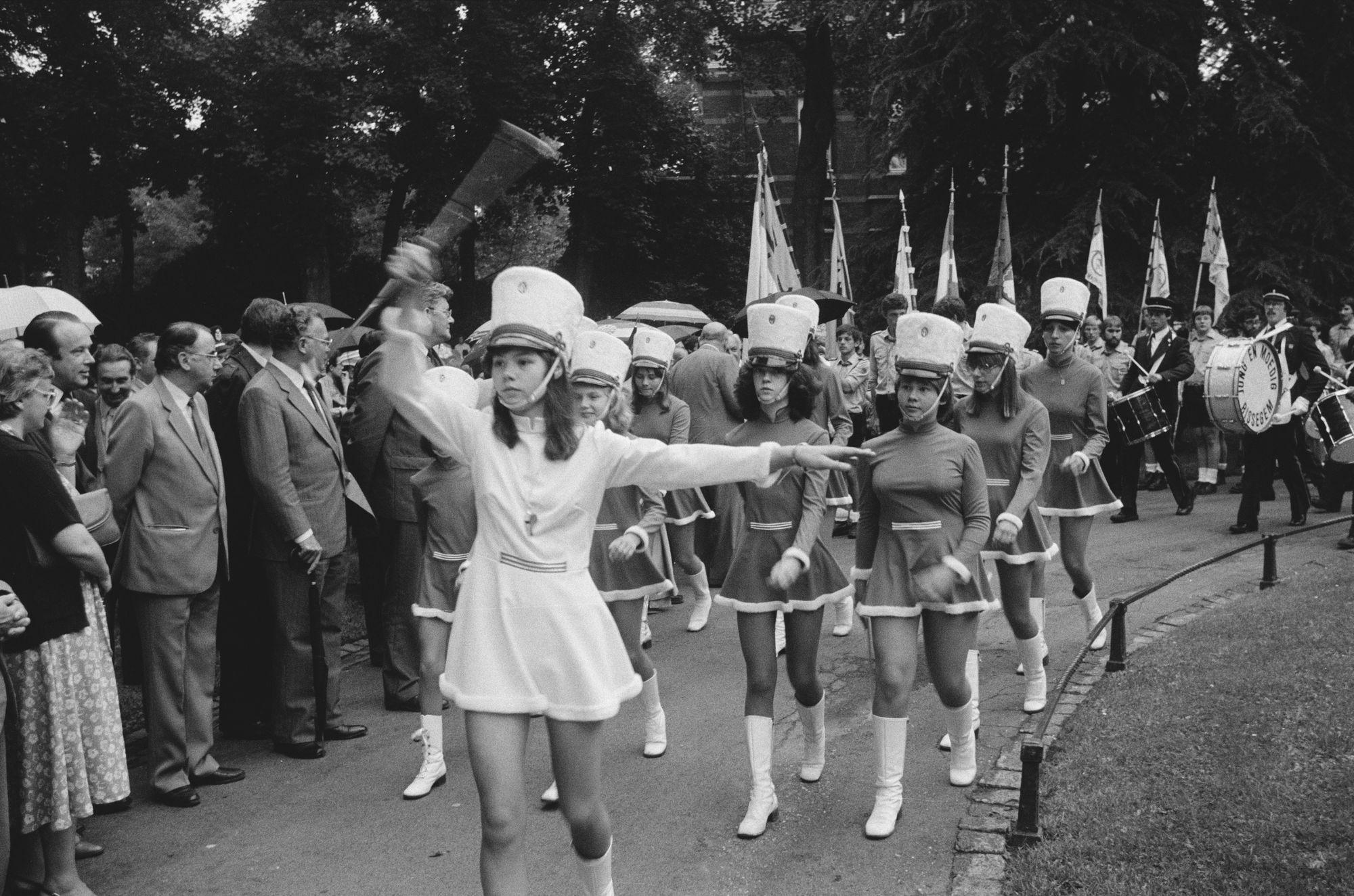"""Fanfare """"Jong en moedig"""" op de 11 juliviering 1981"""