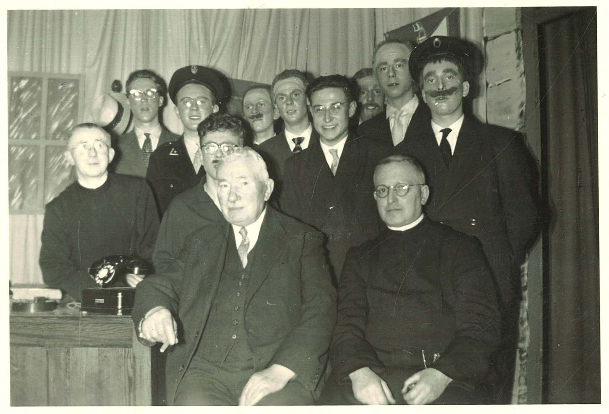 Groepsfoto oud-leerlingenbond Sint-Elooisschool