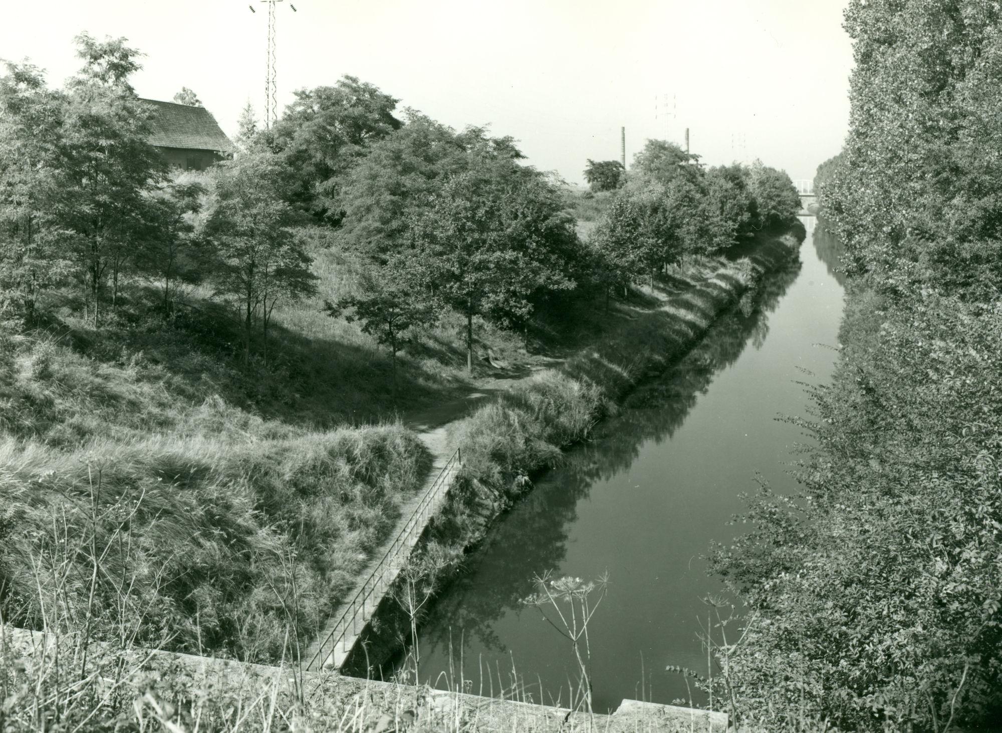 Uitgang tunnel (Souterrain) op het Kanaal Bossuit-Kortrijk richting Knokke-Zwevegem 1970
