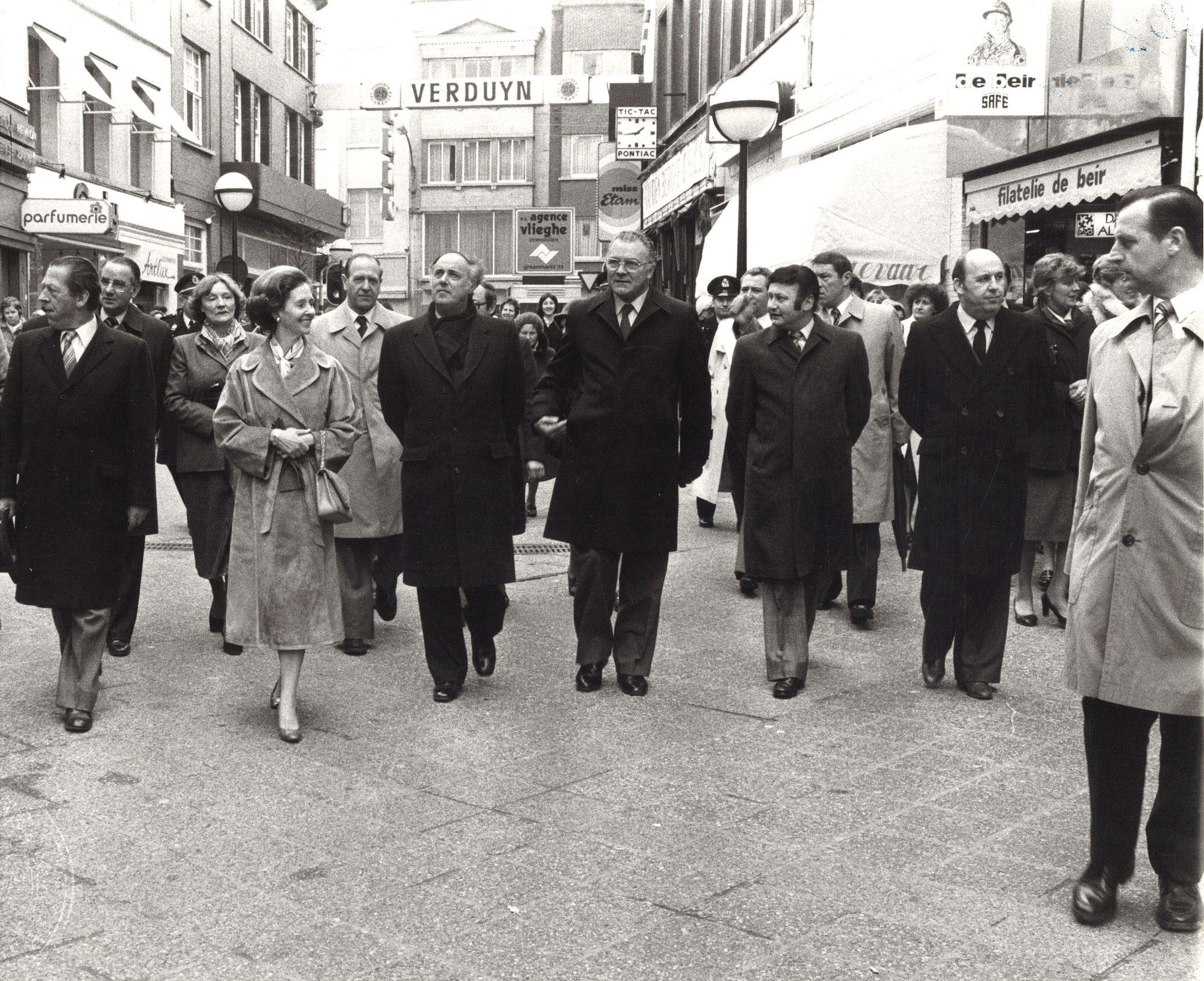 Koningin Fabiola bezoekt Kortrijk in 1980