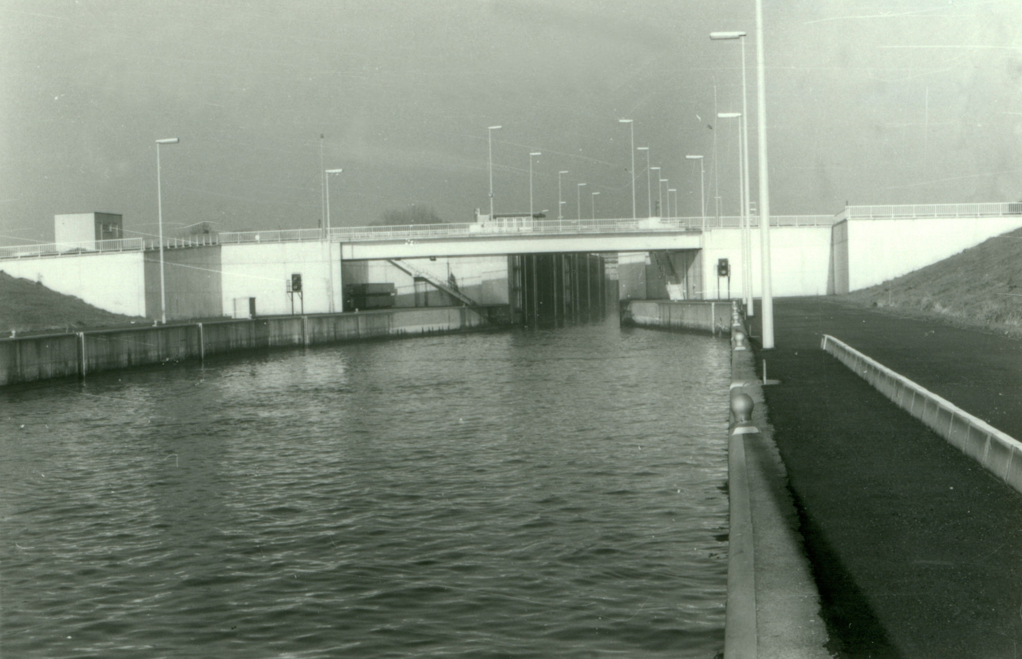 Brug over de sluis in Bossuit 1981