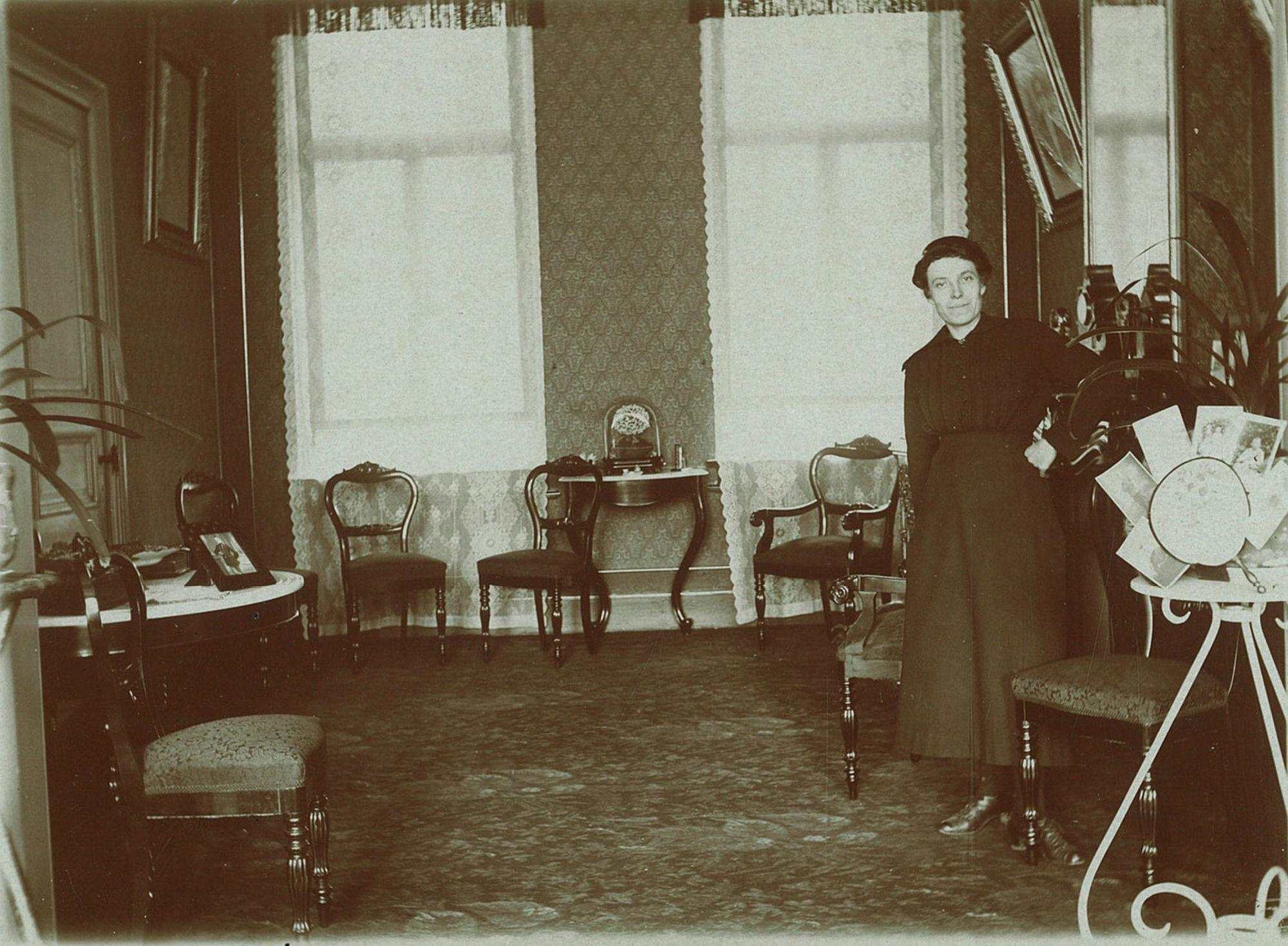 Woonkamer in een herenhuis in 1920