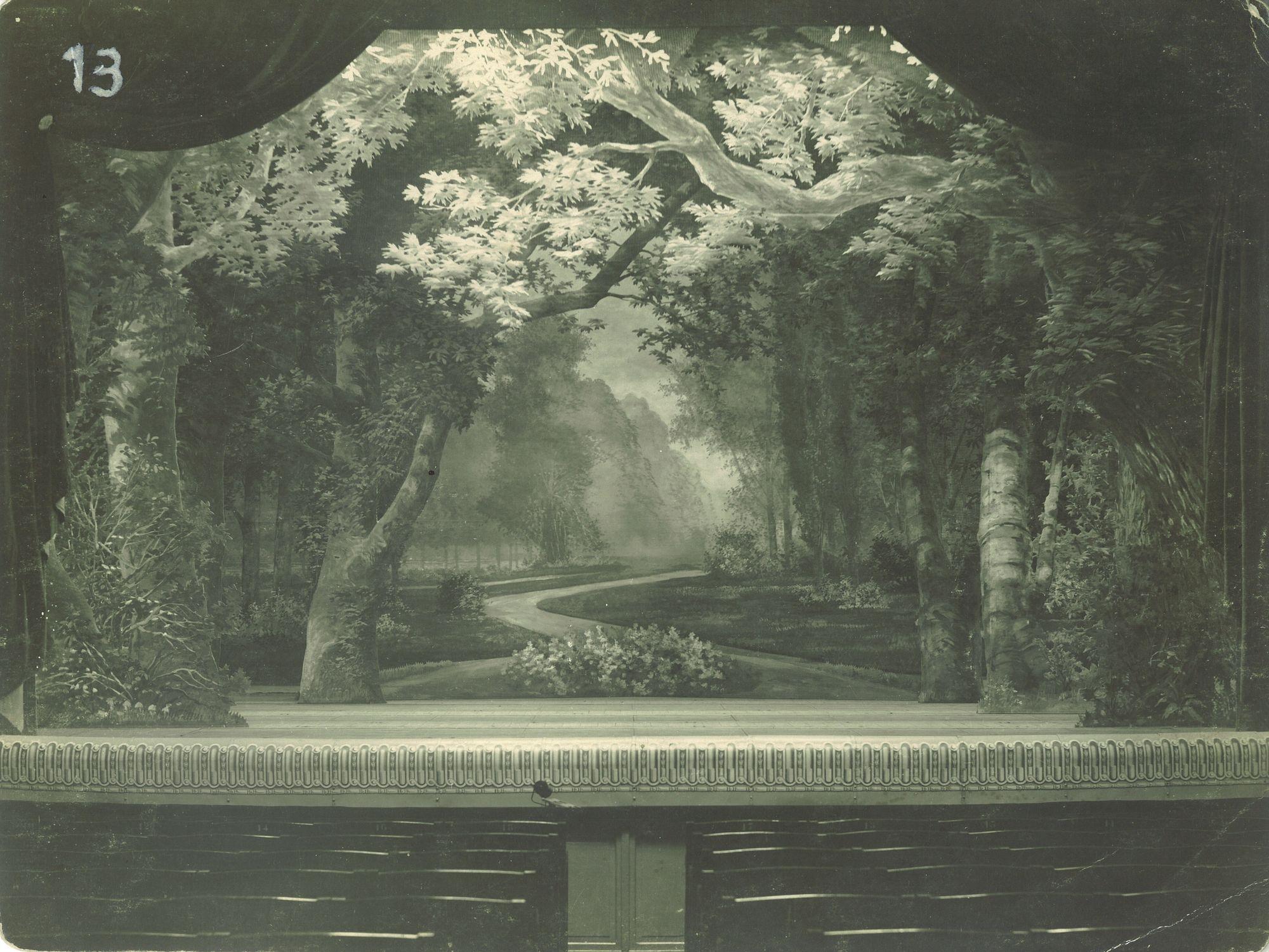 Grand décor de jardin-forêt