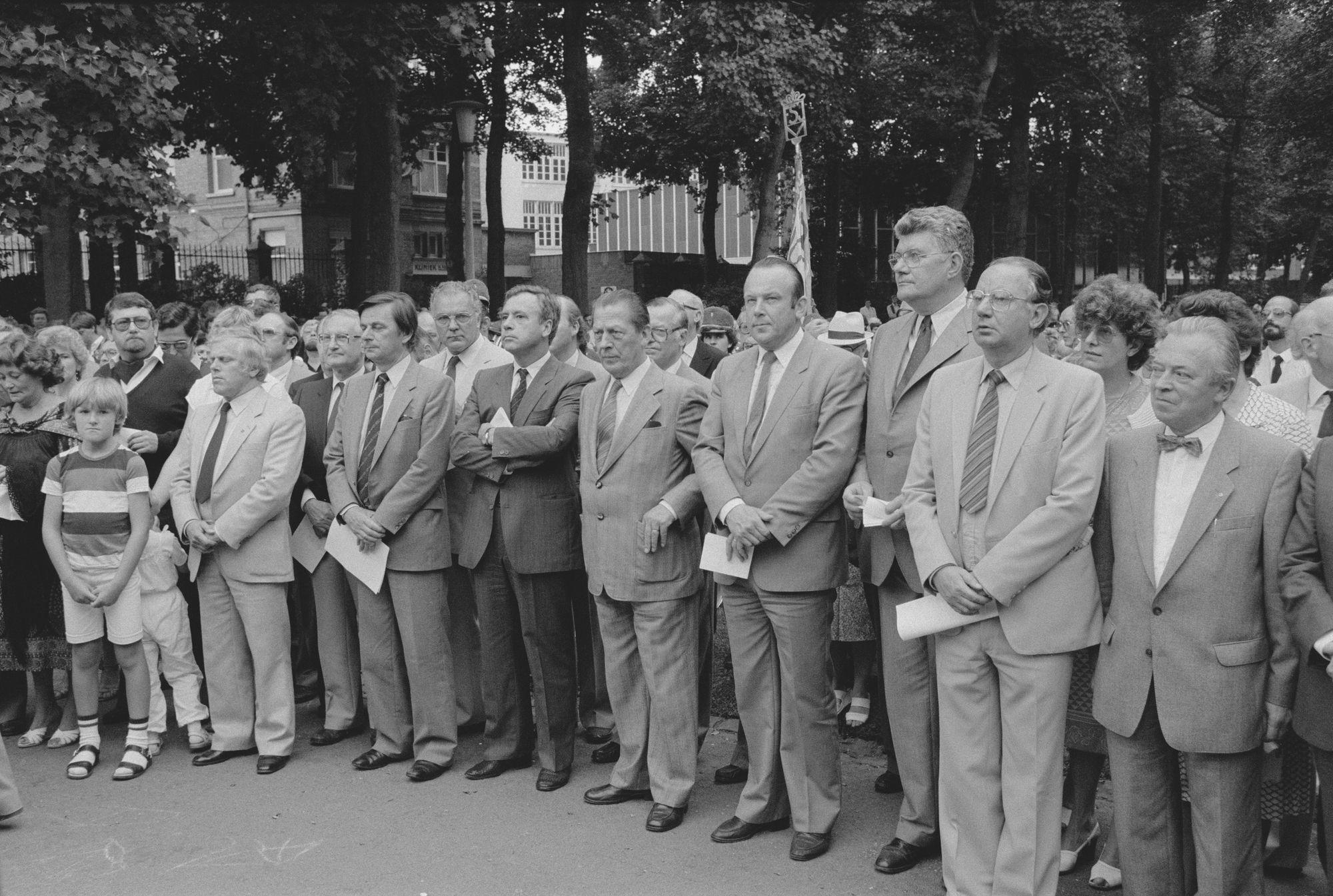 Toeschouwers tijdens een toespraak op de 11 juliviering 1982