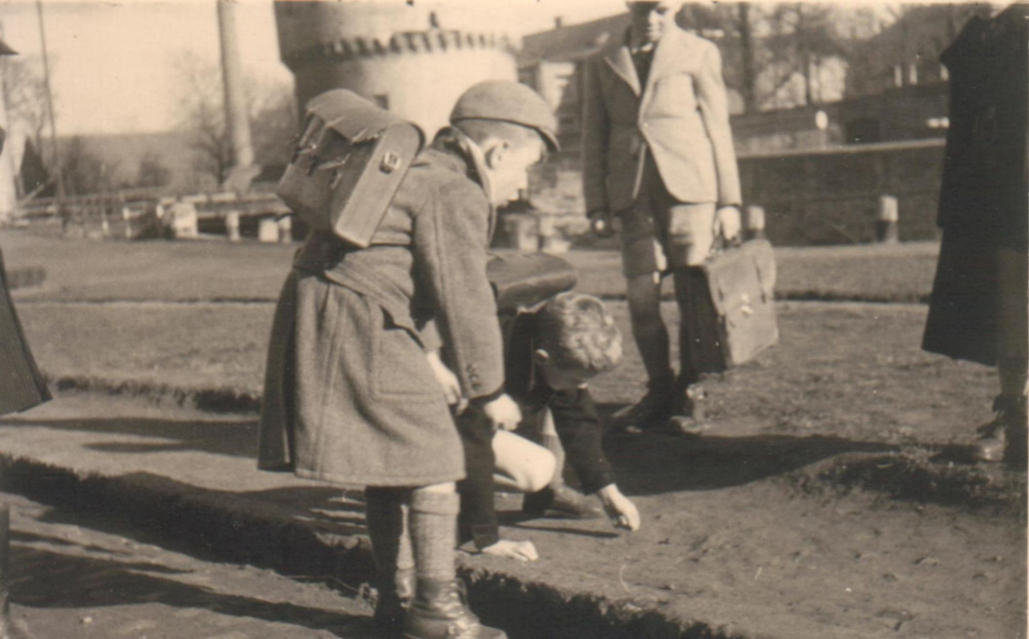 Knikkeren op Broelkaai. 1949.