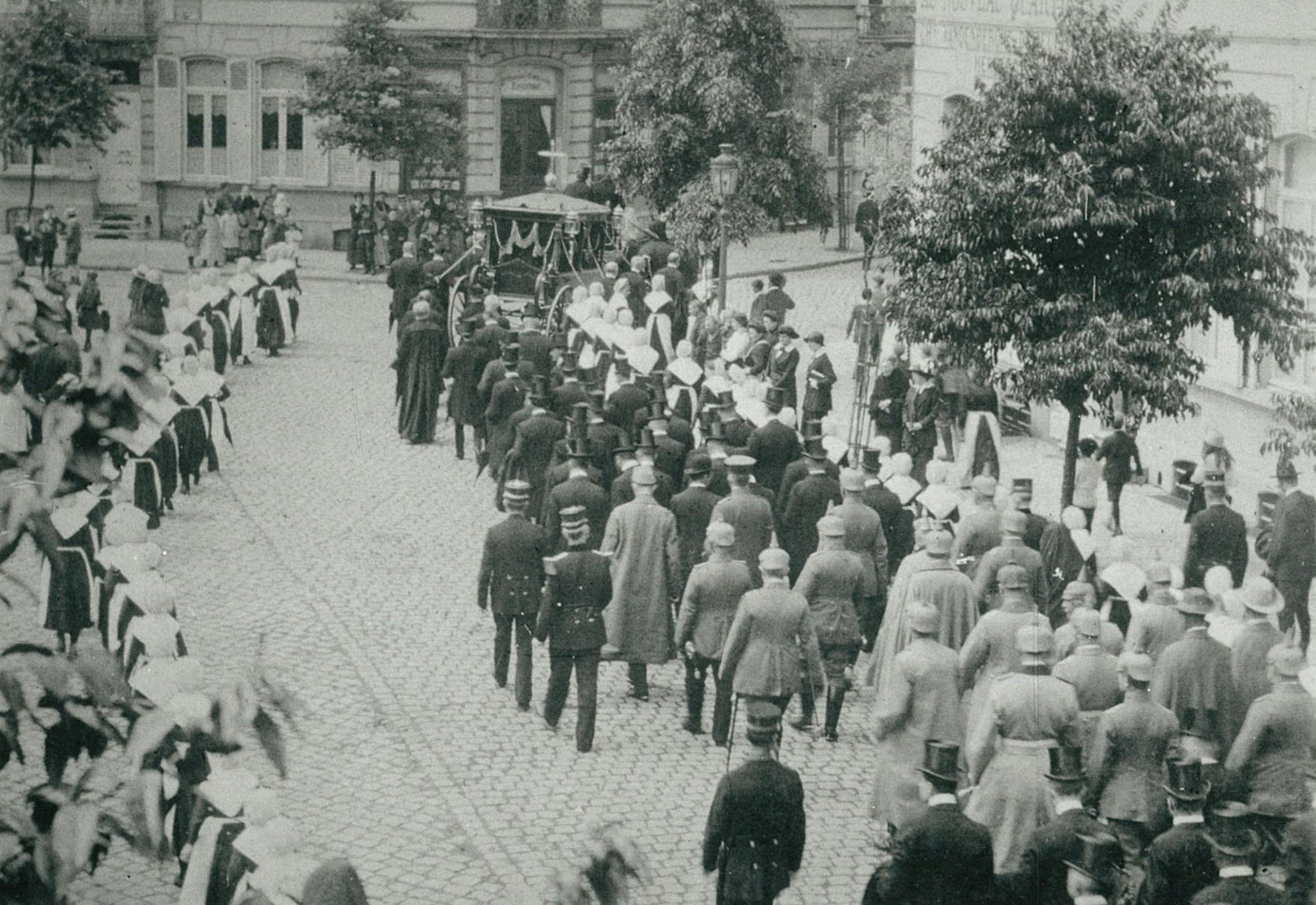 Uitvaart van Burgemeester August Reynaert op 27 juli 1915