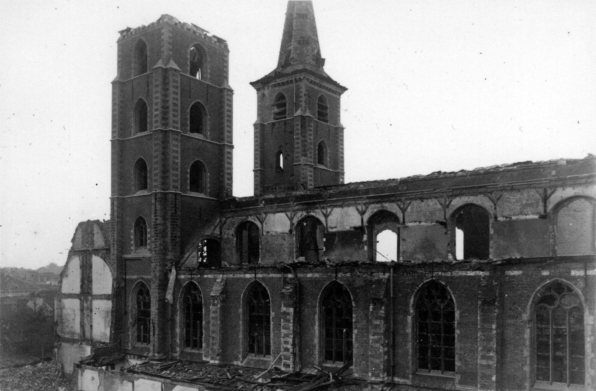 St.-Michielskerk na het bombardement van 21 juli 1944