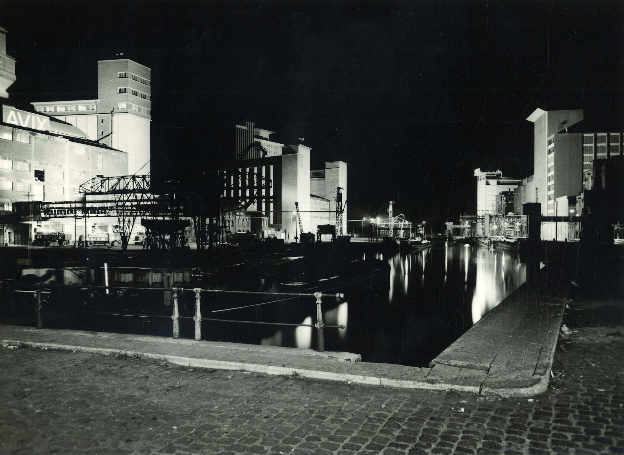 Haven van Roeselare bij nachte 1975