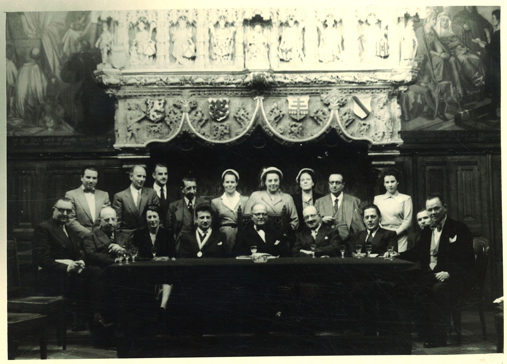 Burgemeester Coussens in de historische schepenzaal