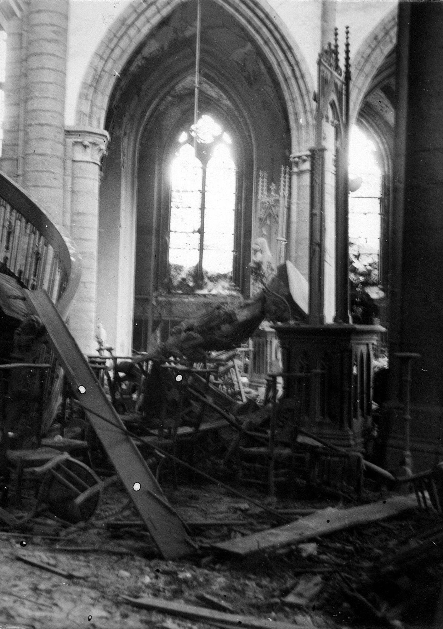 O.-L.-Vrouwekerk na bombardement van 21 juli 1944
