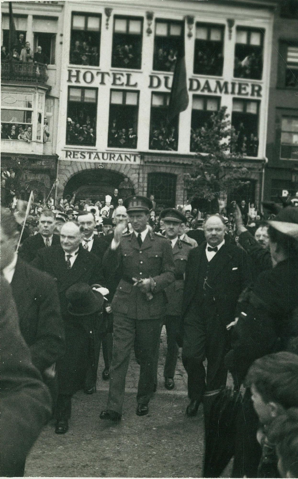 Koning Leopold III met Burgemeester Arthur Mayeur te Kortijk op 18 mei 1939