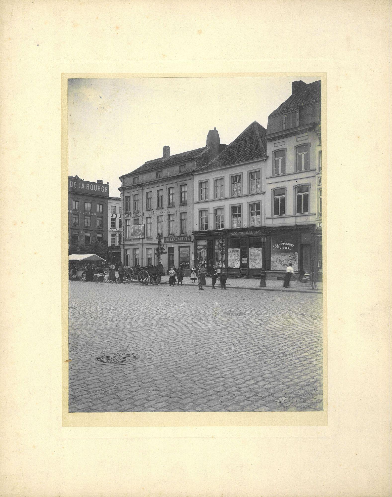 Graanmarkt rond 1900 met de café Russe