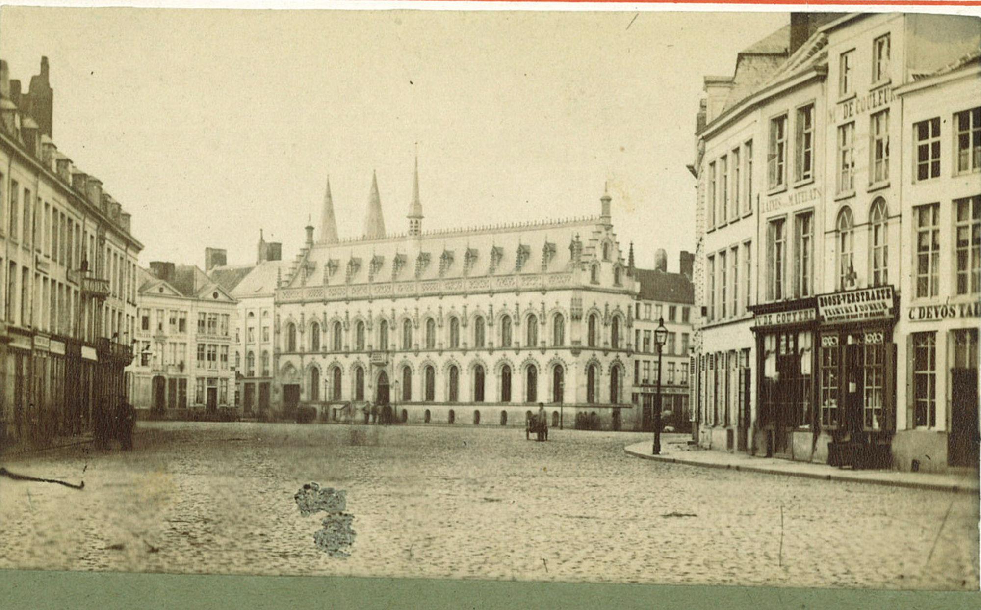 Grote Markt met Stadhuis