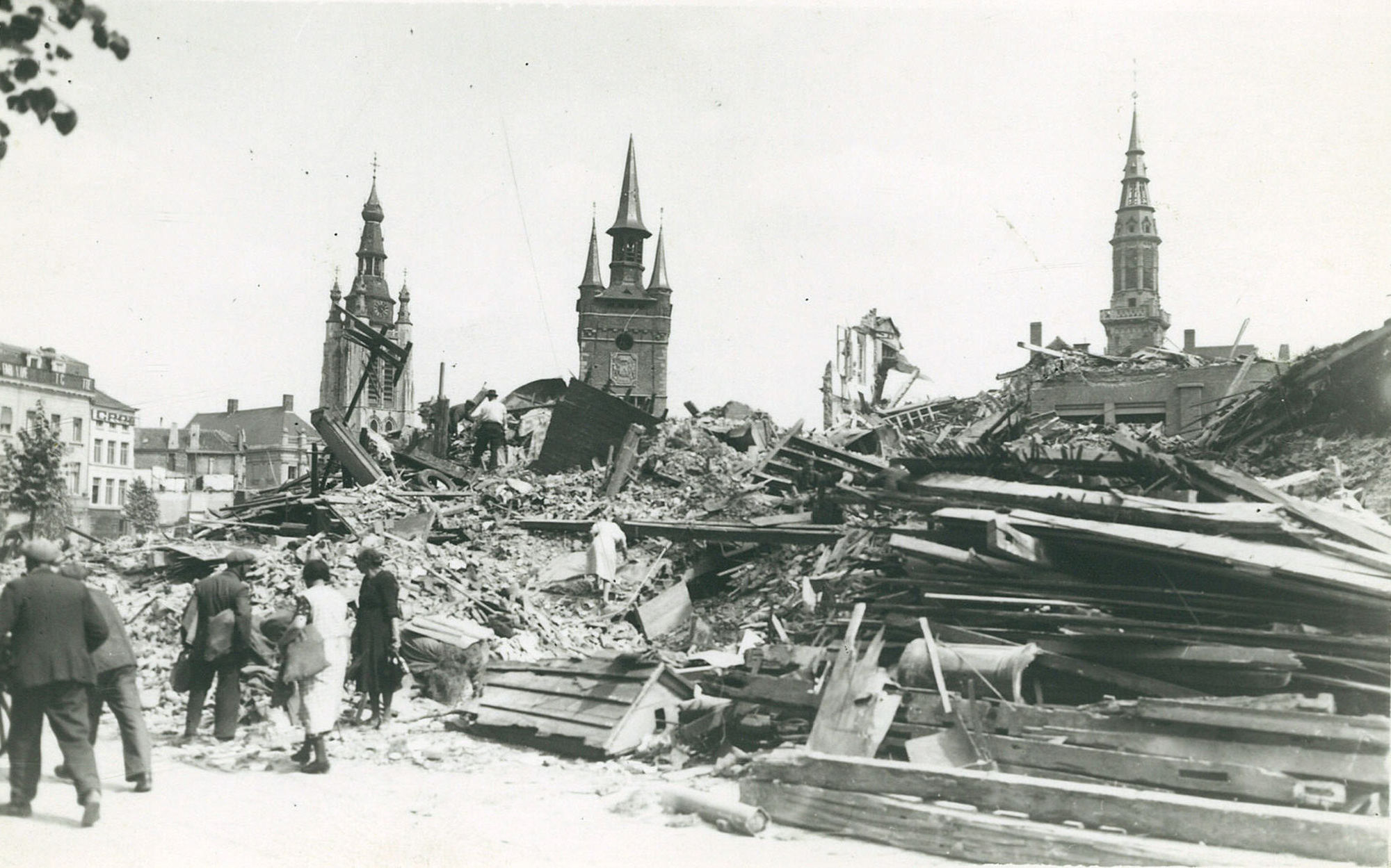 De hoek Grote Markt en Rijselsestraat in 1944