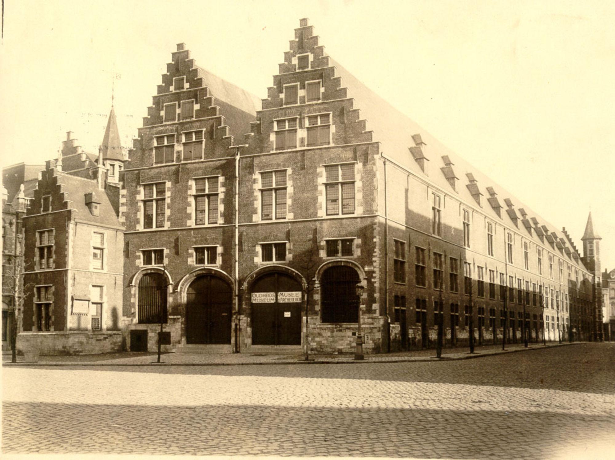 grote hallen 1910.jpg