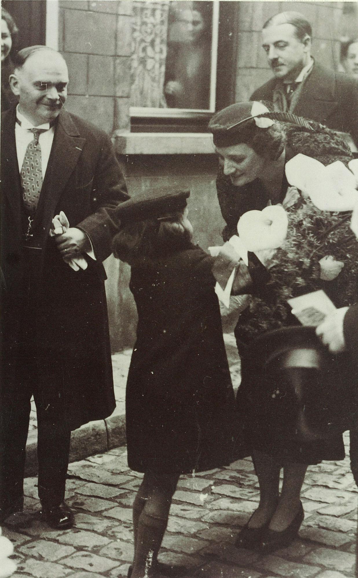 Koning Leopold III met Burgemeester Arthur Mayeur te Kortijk op 18 mei 1938
