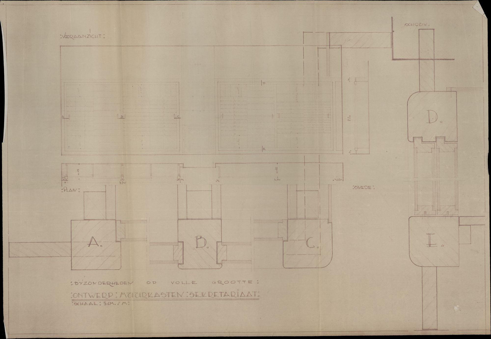 Plattegronden van de verbouwing van de burelen van de dienst van de burgerlijke stand en de dienst bevolking in het stadhuis te Kortrijk. Ontwerpen van kasten voor de technische dienst, 19de-20ste eeuw.