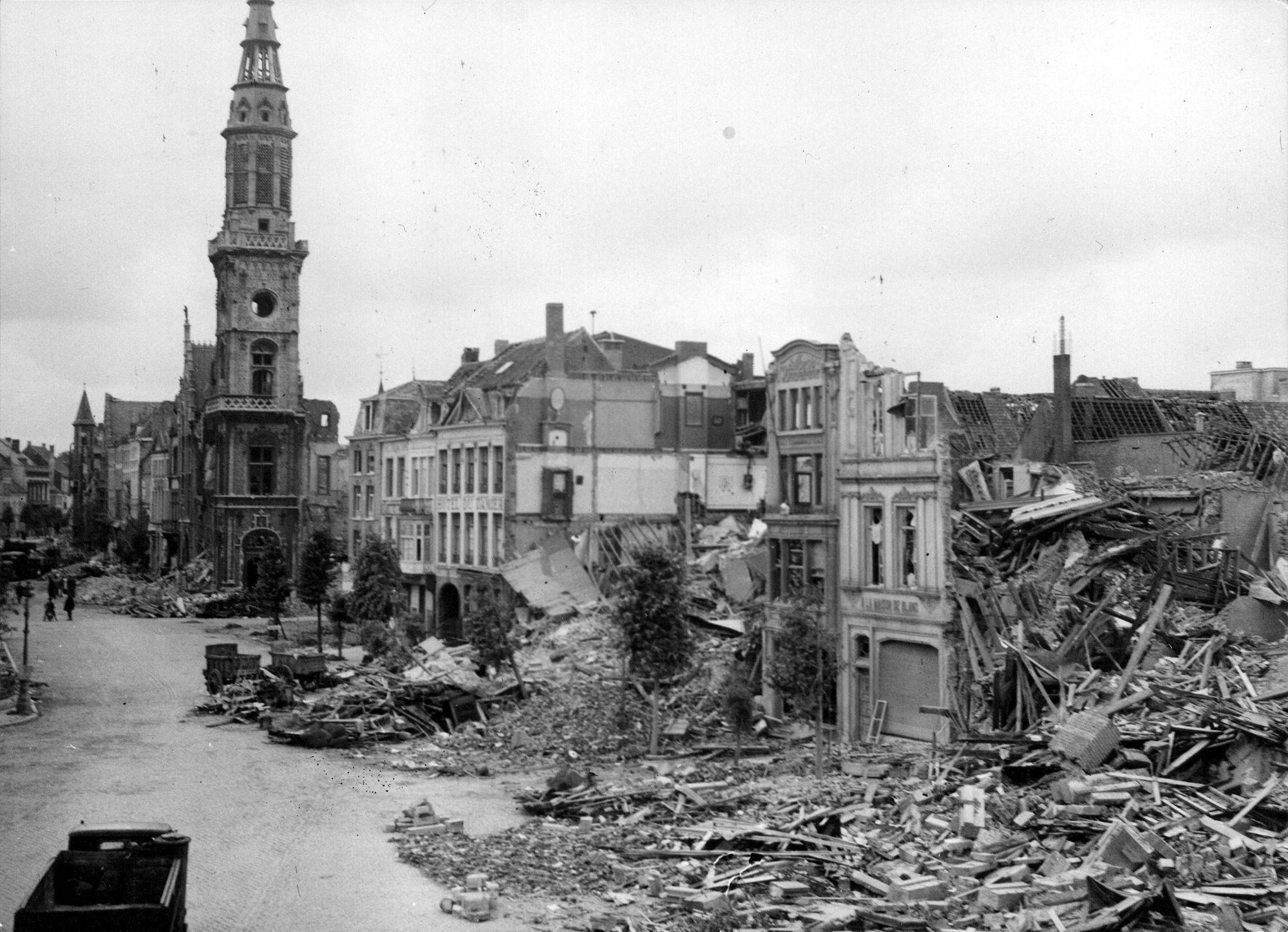 Postgebouw op de Grote Markt in 1944