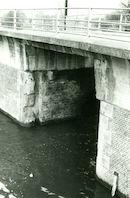 Brug over de sluis Nr. 8 op het Kanaal Bossuit-Kortrijk te Zwevegem 1981