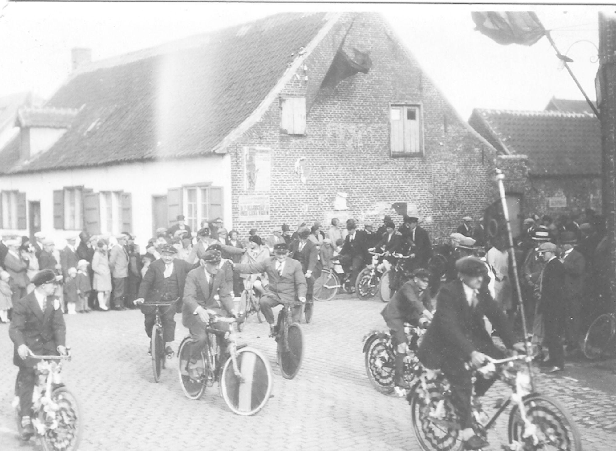 Viering 100 jaar België in Marke