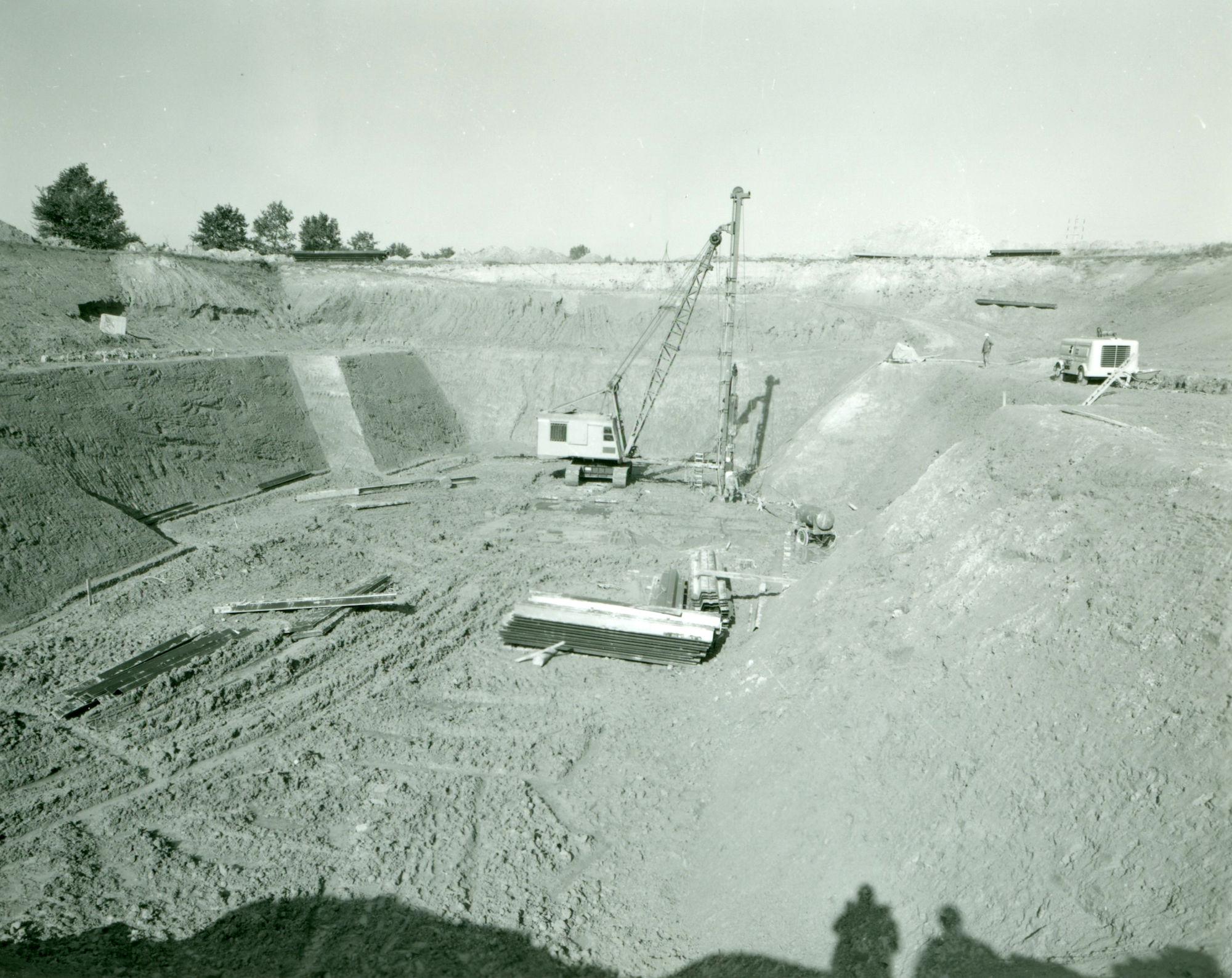 Voorbereidende graafwerken voor de Nieuwe sluis te Moen 1970