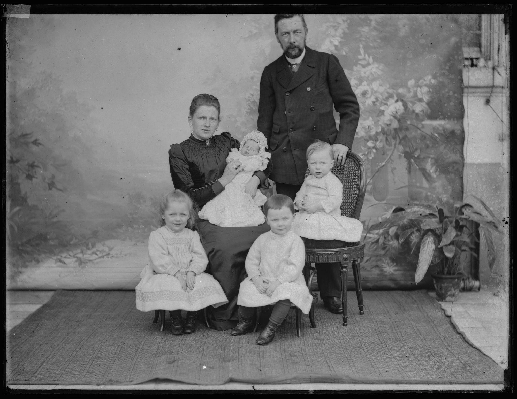 Albéric Goethals en zijn echtgenote Clara Van Volsem met gezin