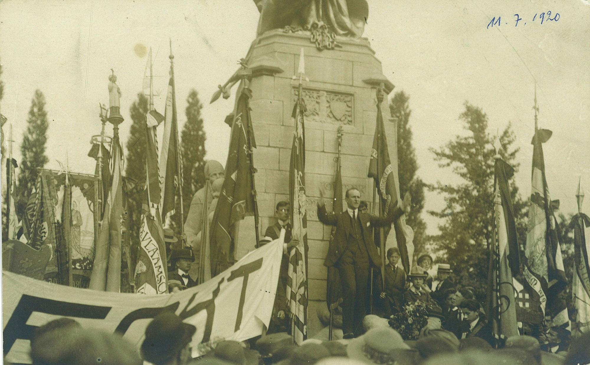 11 juliplechtigheid van 1920 aan Groeningemonument