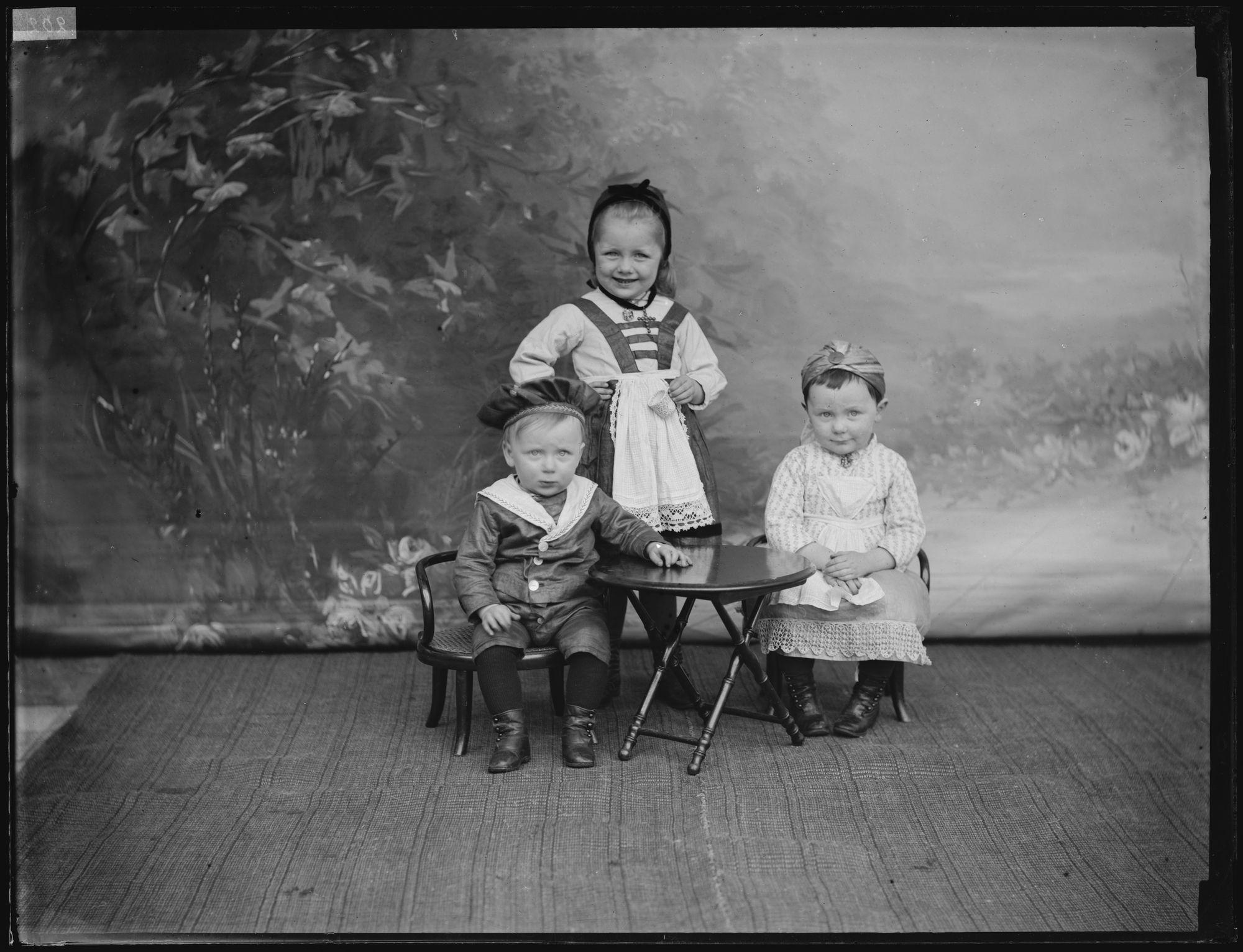Drie kinderen uit het gezin Goethals-Van Volsem